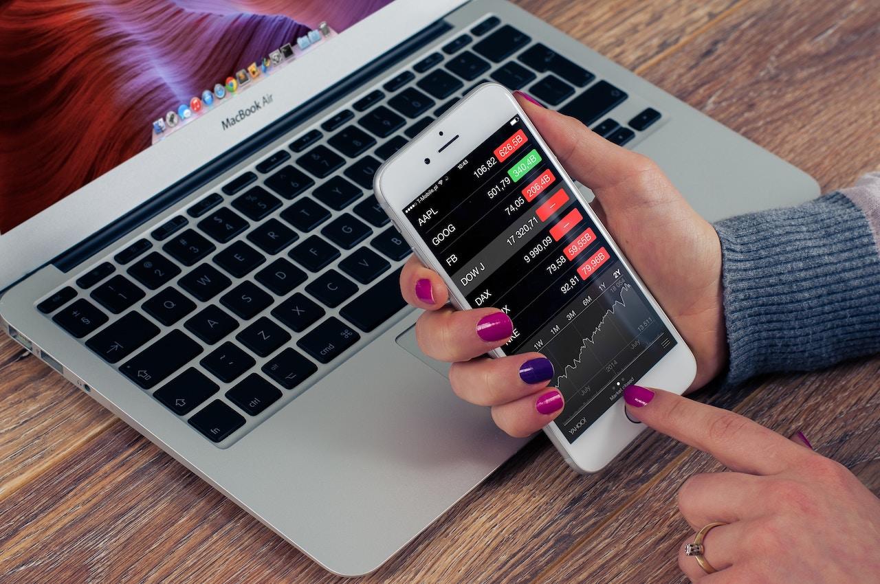 Hoy en día se puede invertir online desde un smartphone